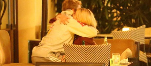 Selena und Justin anfang Dezember in Hollywood, Los Angeles. Bildquelle popsugar.com