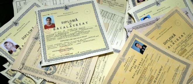 100 de liceeni au rămas fără diplomele de BACALAUREAT. Acestea au fost anulate