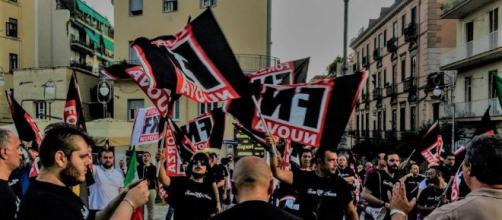 Manifestanti durante la marcia dei patrioti a Roma.