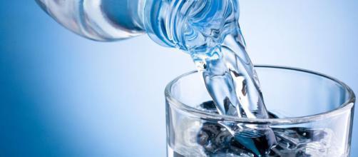 A água é um composto químico formado por dois átomos o hidrogênio e um de oxigênio