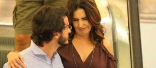 Fátima Bernardes parece estar muito feliz