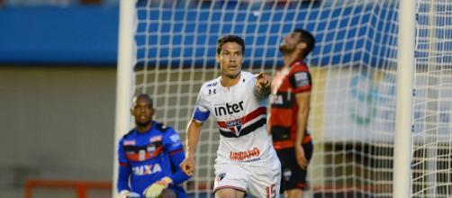 Hernanes marca seu nono gol em 16 jogos (Imagem Edu Andrade/Fatopress/Gazeta Press)