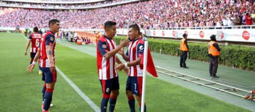 Las Chivas triunfan en casa y se cuelan a las semifinales al ... - elpais.com