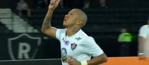 Marcos Júnior abriu o caminho da virada do Fluminense sobre o Botafogo (Foto: Reprodução Sportv)