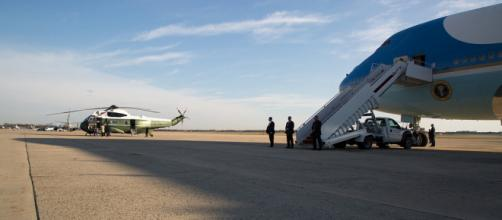 Trump prepares to board Airforce One to Asia / [Image credit: The White House/Flickr]