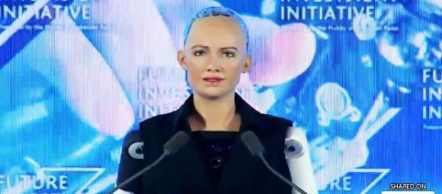 Video: Sophia becomes first robot to receive Saudi citizenship ... -Image via the-wau.com