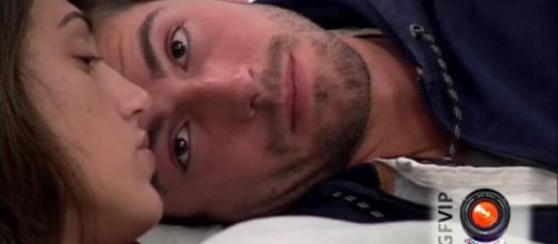 Coccole a letto, Cecilia cede ad Ignazio: in tv il faccia a faccia ... - gds.it