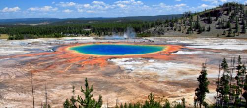 Grand Prismatic Spring - Yellowstone National Park (Image via: Wikipedia)