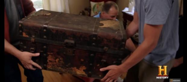 The team found an old chest. What is inside? [Image: History/YouTube screencap]