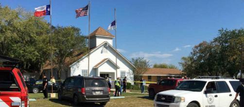 26 muertos y cerca de 30 heridos en un tiroteo en una iglesia bautista en Texas, EEUU.