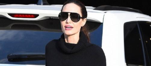 Angelina Jolie continua acusando sinais de magreza