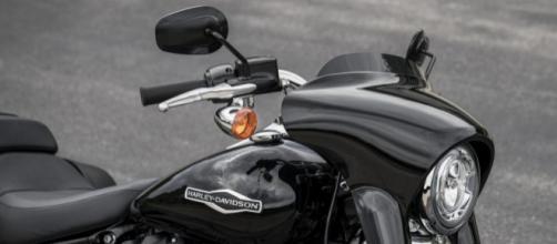 Harley-Davidson Sport Glide 2018 - Motociclismo - motociclismo.it