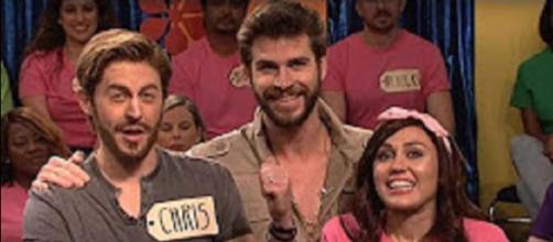 Miley Cyrus gets a surprise from love Liam Hemsworth on 'SNL' 'Celebrity Price Is Right' skit. Aban News screencap/YouTube