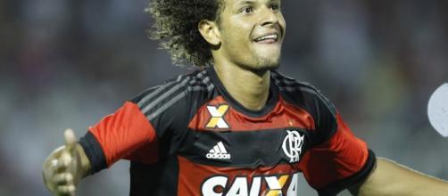 O volante William Arão, titular absoluto, é um dos atuais símbolos da raça do Flamengo
