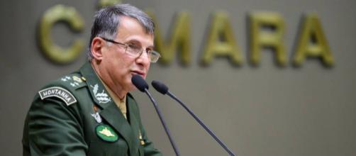 General convoca sociedade para ir às ruas