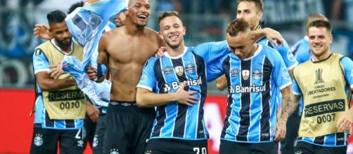 Jogadores comemorando a classificação para a final (Foto: Lucas Uebel)