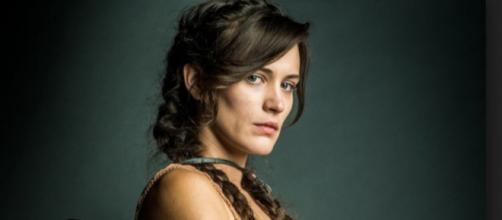 O Outro Lado do Paraíso: No hospício, Clara conhece mulher misteriosa que mudará sua vida