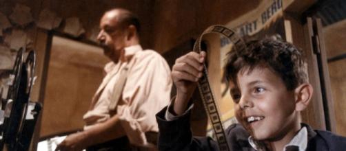 Philippe Noiret e Salvatore Cascio em ''Cinema Paradiso''