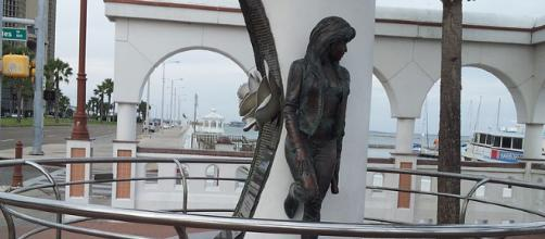 Selena Memorial Corpus Christi Texas [image source: Simiprof/ Wikimedia Commons]