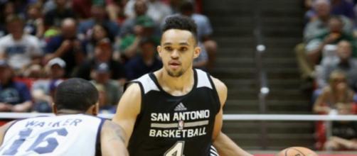 Spurs sign 2017 draft pick Derrick White | KMYS - cw35.com