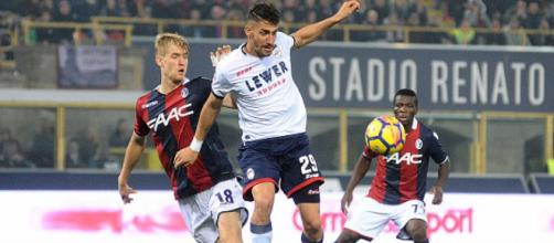 Una azione di Bologna-Crotone 2-3