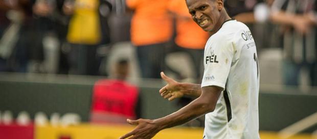 Jô, após marcar um gol de pênalti contra o Palmeiras