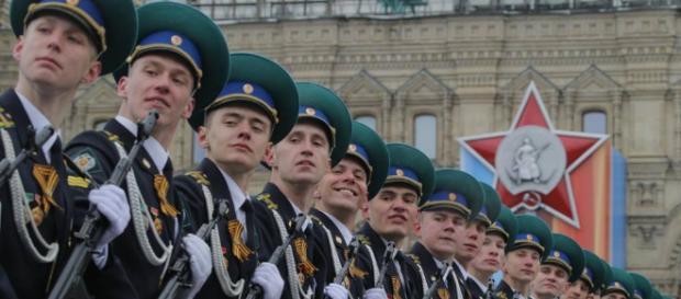 Mosca, maxi parata nella Piazza Rossa