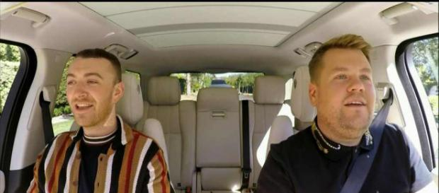 Sam Smith und James Corden im Carpool Karaoke-Auto (Quelle: 915thebeat.com)