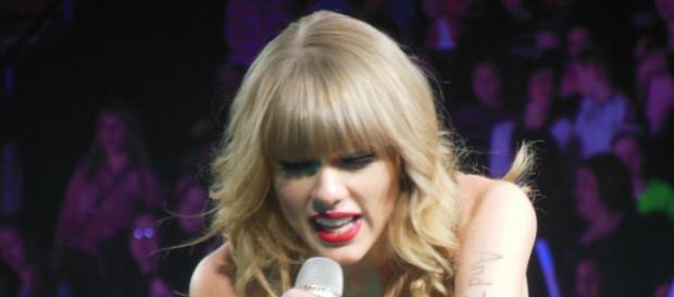 Taylor Swift returns to 'SNL' [Image Credit: Flickr/Janabeamerpr]