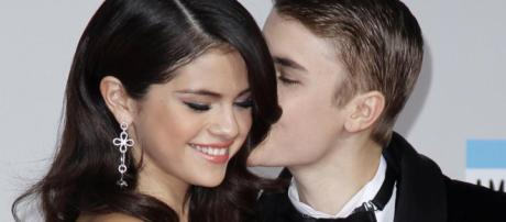 Justin Bieber et Selena Gomez se rendent à l'église pour ...