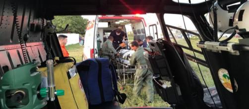 Equipe medica presta os primeiros socorros as vítimas