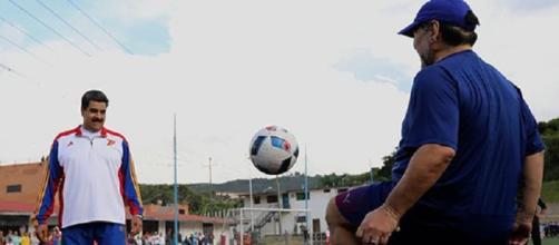 Nicolás Maduro jugó un amistoso con Diego Armando Maradona / Foto: Twitter de Maduro