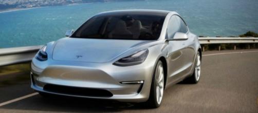 Tesla Model 3, sfornato l'esemplare numero uno. Arriva la sportiva ... - ilfattoquotidiano.it