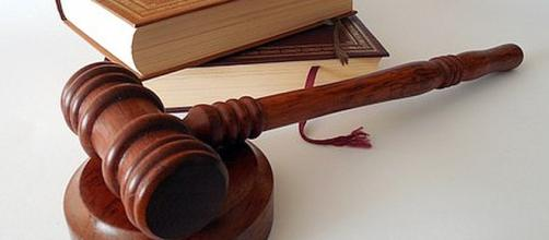 Woman threatened to slash judge's throat [Image: stucco/pixabay.com]