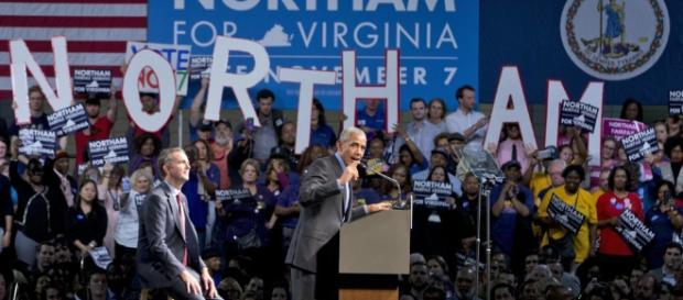 Barack Obama (R) speaks as he campaigns for Democratic gubernatorial candidate...Alex Wong