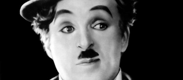 Charlie Chaplin, em sua biografia, apresenta indícios de assédio sexual