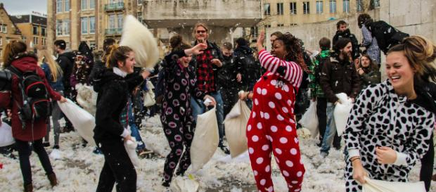 Foto: Douglas Soor/ Pillow fight day - Guerra de travesseiros em Amsterdã