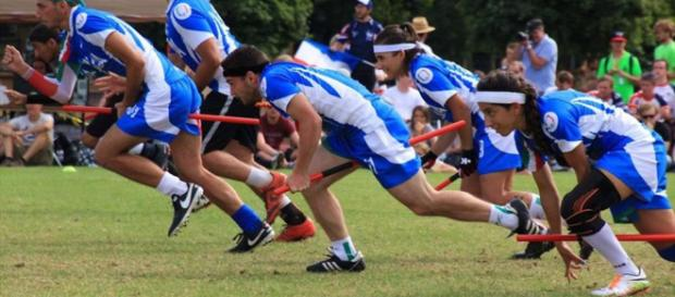Una squadra di Quidditch durante una partita