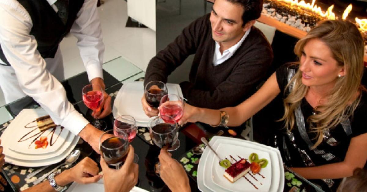 Come Portare I Piatti Cameriere.Prima Il Dolce O La Frutta Sempre Prima La Frutta