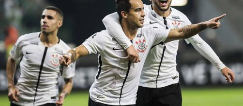 Corinthians vence Furacão e pode ser campeão na próxima rodada