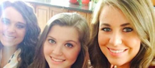 """Jinger Duggar rocks skinny jeans with holes. Source YouTube TLC """"Counting On"""""""