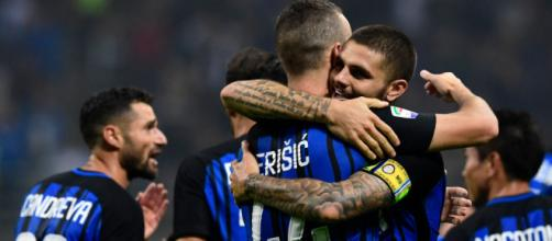 Inter, abbraccio tra Mauro Icardi e Ivan Perisic
