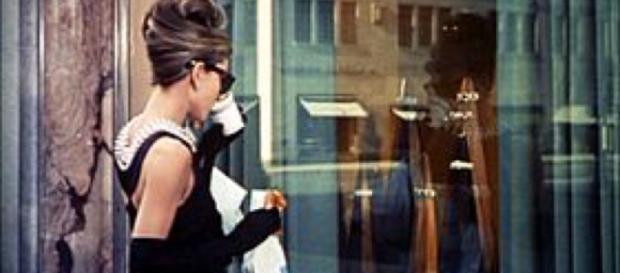 """Audrey Hepburn, nel celebre film: """"Colazione da Tiffany""""."""