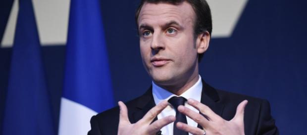 Emmanuel Macron s'autoproclame candidat des classes moyennes et ... - france24.com