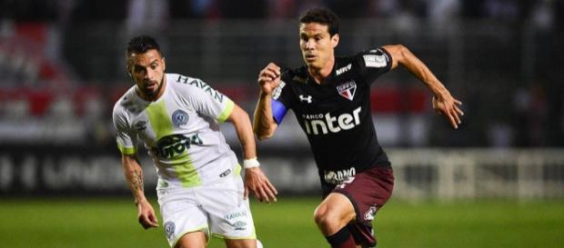 Hernanes foi um dos destaques da partida pelo número de chances que criou./ (Imagem Djalma Vassão/Gazeta Press)