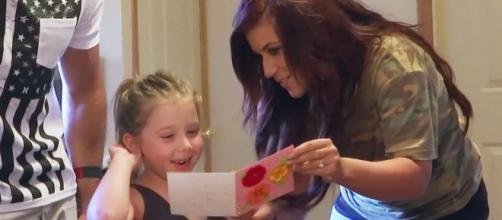 Chelsea Houska shares a card with daughter Aubree. [Photo via MTV/YouTube]
