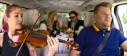James Corden treats Kelly Clarkson and hubby Brandon Blackstock to backseat romance after Carpool Karaoke ride. - [Late Late Show cap/YouTube]