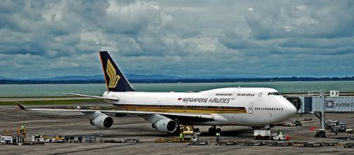 Singapore Airlines Plan. - [Image via: Philip Capper on Wikimedia Commons]