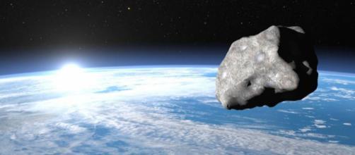 Asteroide passa próximo à Terra nesse sábado, dia 16. (Imagem: Divulgação/Veja)