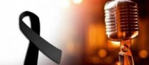 Cantor famoso recebe forte choque elétrico antes do show